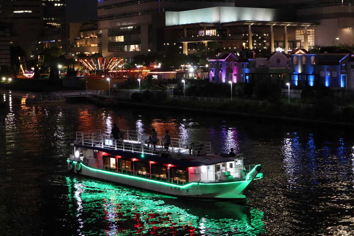 Houseboat and Cosmo World-1
