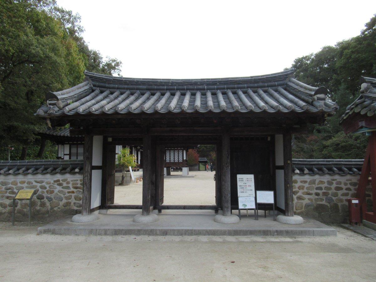 entrance of Korea Garden