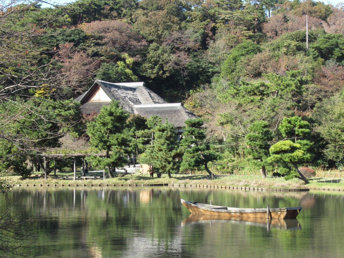 Yokohama Sankei Garden・Big Pond and building