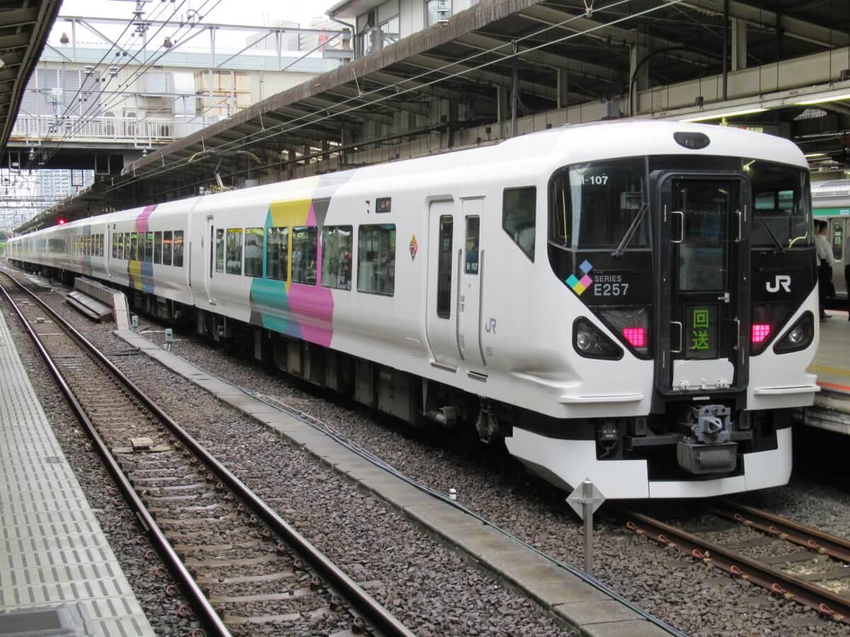Tokaido Line・Tokyo Ueno Line・Parked E257