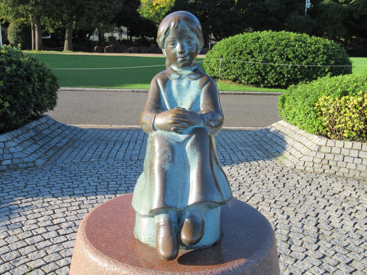 Yamashita Park・A little girl with red shoes on