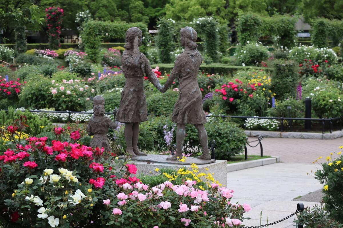 Yamashita Park・Rose and Girl scout statue-1