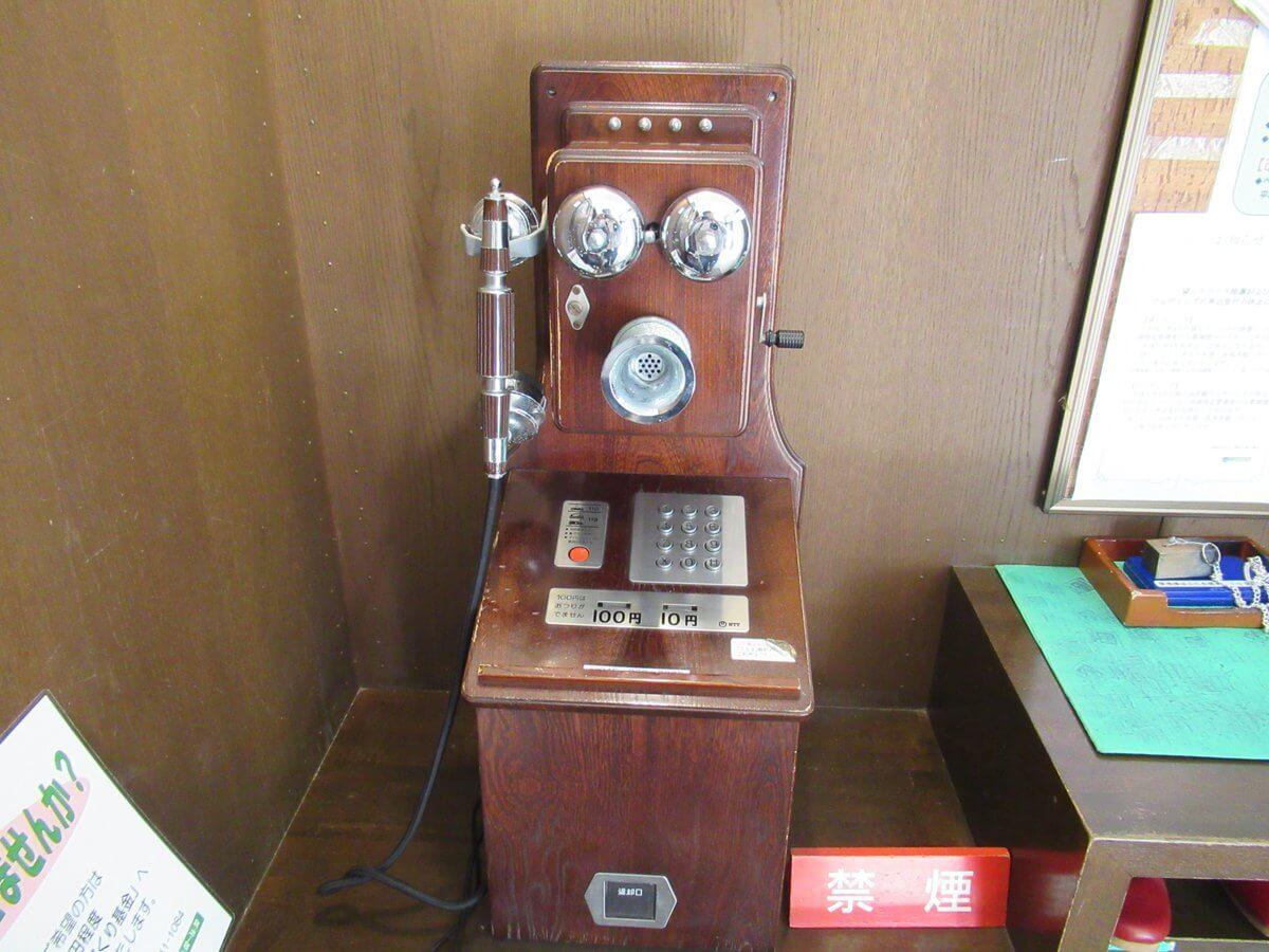 Ehrismann House・telephone instrument